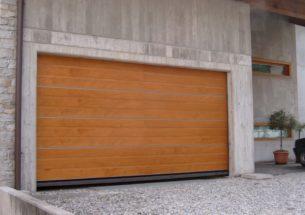 portone residenziale sezionale legno